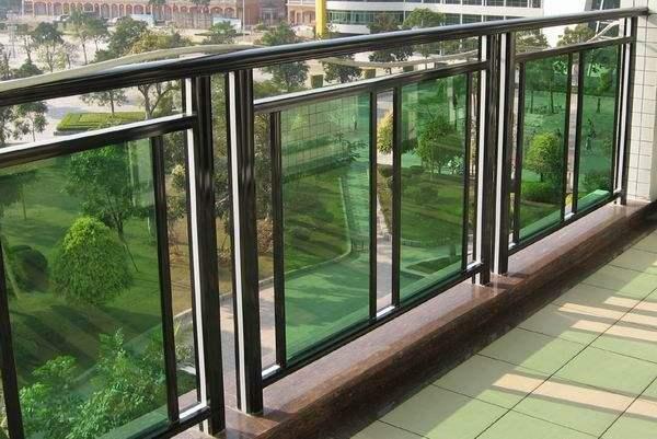玻璃阳台护栏效果图