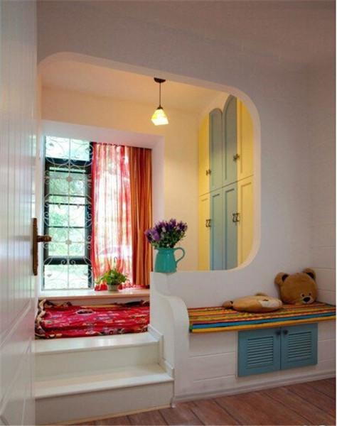 阳台空间小房间装修时应该要先进行设计,不然的话放下一张床